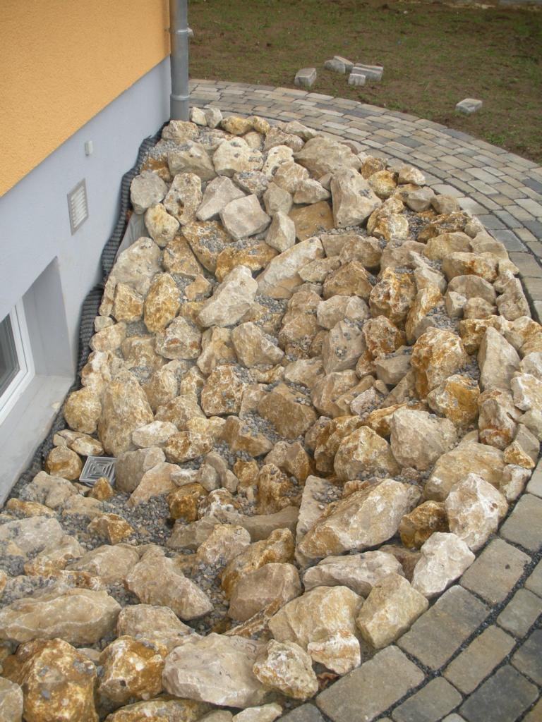 Dolomit bruchsteine steinbeet zierkies natursteine haus for Garten bruchsteine
